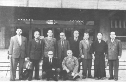 Toto je komise učitelů různých škol z pozdějších let. (zleva odshora) Danzaki, Masaoka, Suetsugu, Yamatabi, Yoshizawa , Kamimoto, Yamamoto, Sawayama , (dole zleva) Nukata, Omura.